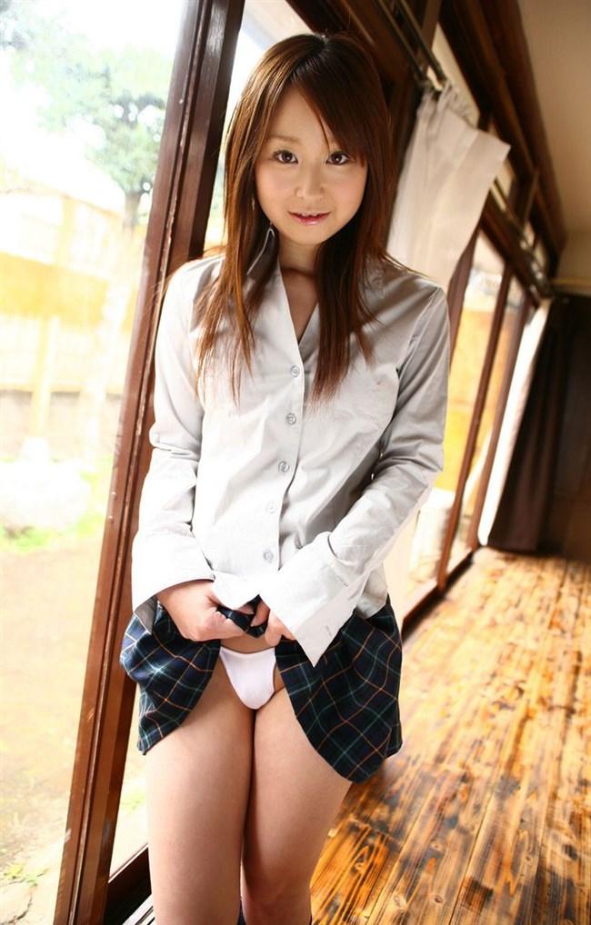 スカートたくしあげて恥ずかしそうに挑発してくるお姉さんえっち過ぎwwww0012shikogin