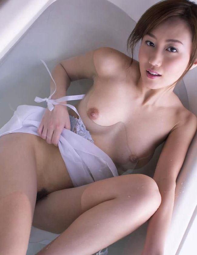 すぐさま襲いかかりたくなる…濡れる女体はエロスが倍増wwwww0009shikogin