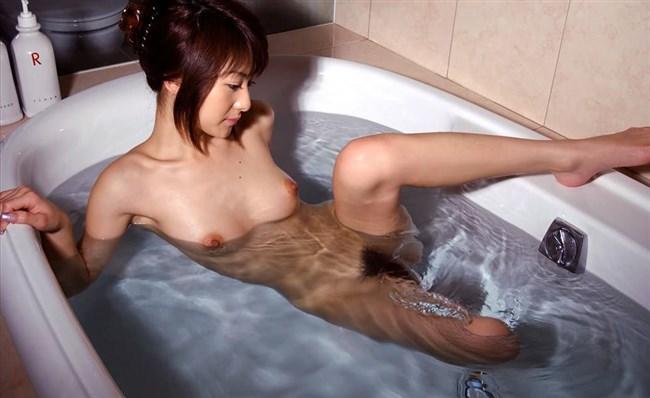 すぐさま襲いかかりたくなる…濡れる女体はエロスが倍増wwwww0012shikogin