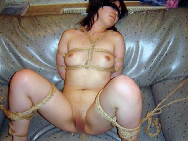 緊縛SMの虜で縄で縛られておま〇こぬらす変態女wwwwww0010shikogin