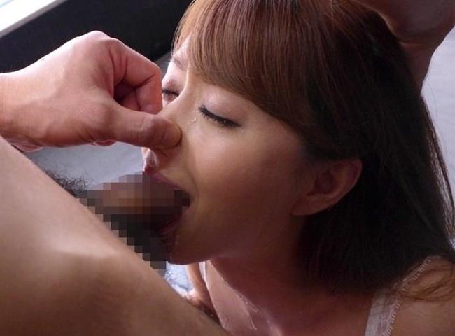 イラマチオにえずき汁垂らすお姉さんの表情がたまらないwwww0027shikogin