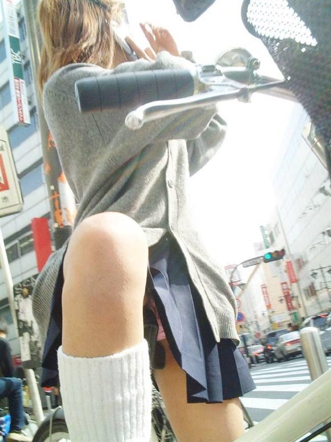 自転車に乗ってる女の子、ミニスカートがめくれて周囲にラッキーパンチラをサービスwww0017shikogin