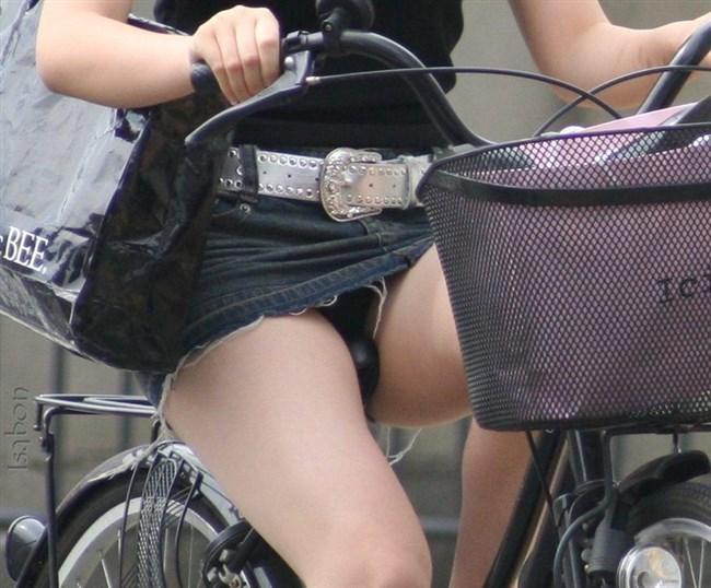 自転車に乗ってる女の子、ミニスカートがめくれて周囲にラッキーパンチラをサービスwww0007shikogin