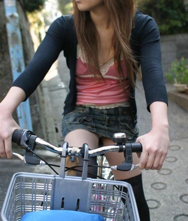 自転車に乗ってる女の子、ミニスカートがめくれて周囲にラッキーパンチラをサービスwww0011shikogin