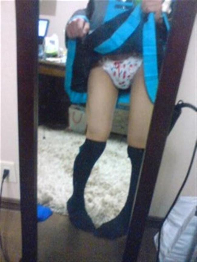 スカートたくし上げて自らパンティを見せて挑発してくるお姉さんwwww0019shikogin