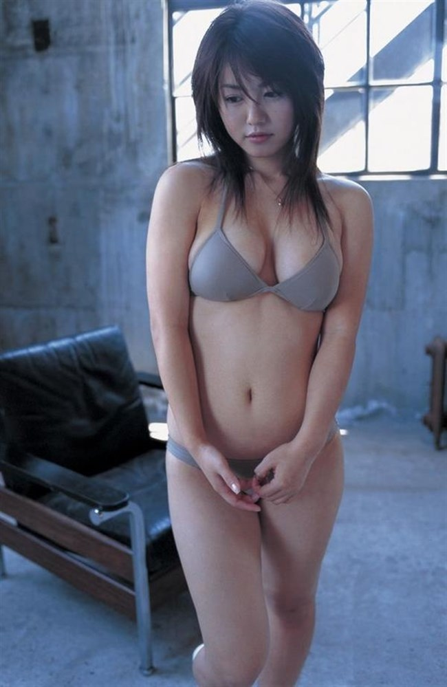 大胆にはみ出した乳房がえちえちな極小水着グラビアまとめwww0010shikogin