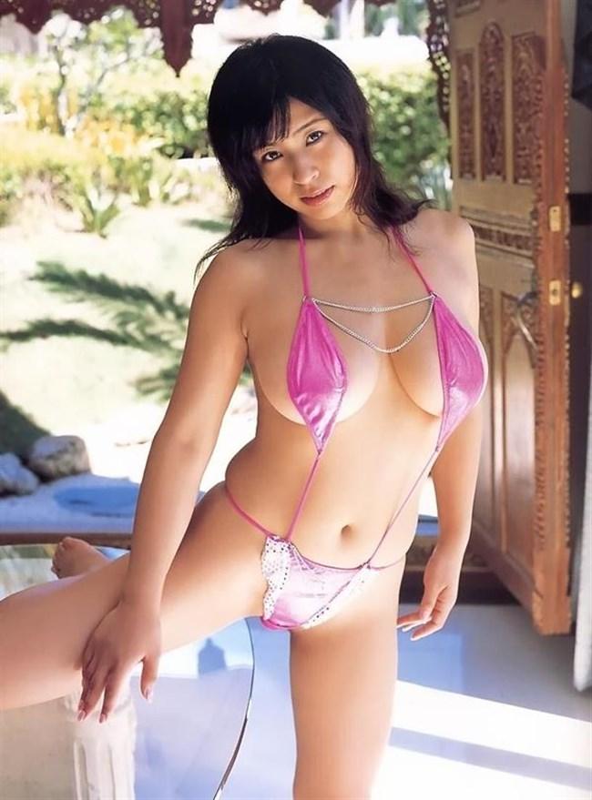 大胆にはみ出した乳房がえちえちな極小水着グラビアまとめwww0041shikogin