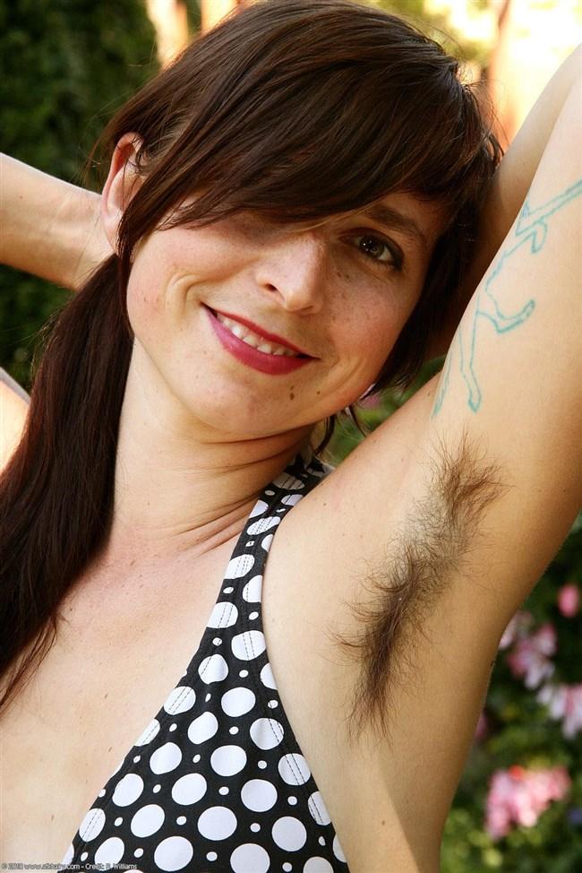 外国人女性がふっさふさに腋毛を生やすとこうなるwwwww0020shikogin
