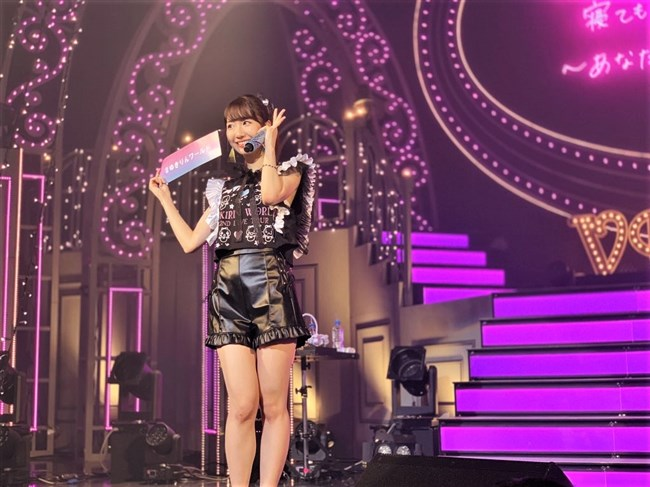 柏木由紀[AKB48]~全国ソロツアーでのショーパン姿のパンチラが超エロくてドキドキ!0005shikogin