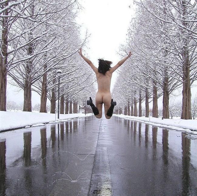 アリエナイ所で全裸になってしまう変態露出狂がこちらwwww0010shikogin