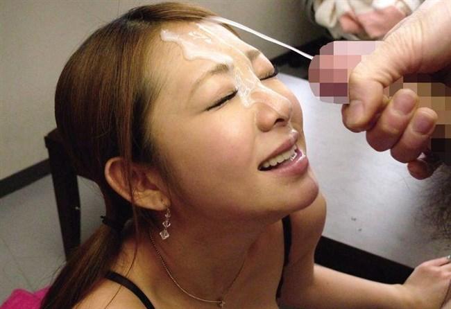顔に精子をぶっかけられて嫌そうな表情が出ちゃってるお姉さんが逆に萌えwww0012shikogin