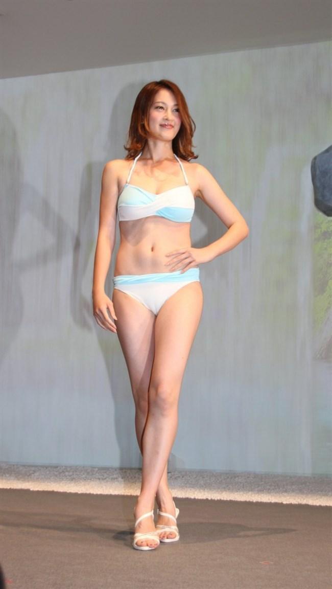 宮沢セイラ~週プレの最新グラビアは水着どころかセミヌードで横チチ丸見え!0011shikogin