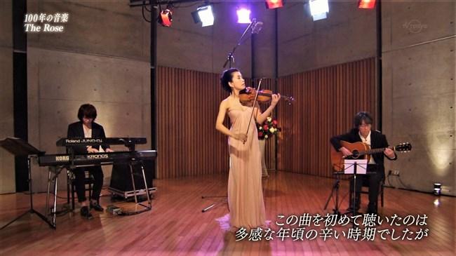 川井郁子~五十路になってもエロ美しいオッパイ強調の透明感あるドレス姿!0003shikogin