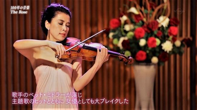 川井郁子~五十路になってもエロ美しいオッパイ強調の透明感あるドレス姿!0005shikogin