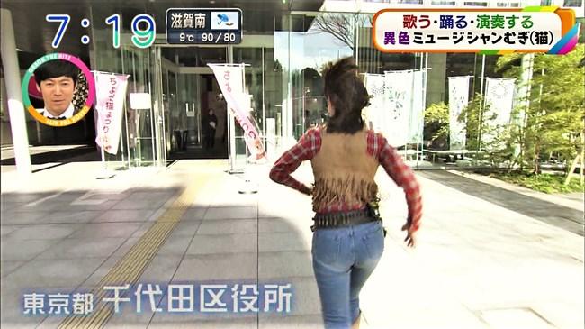 澤田有也佳~ピッタリフィットのジーンズ姿がエロい!ヒップ股間がクッキリ!0006shikogin