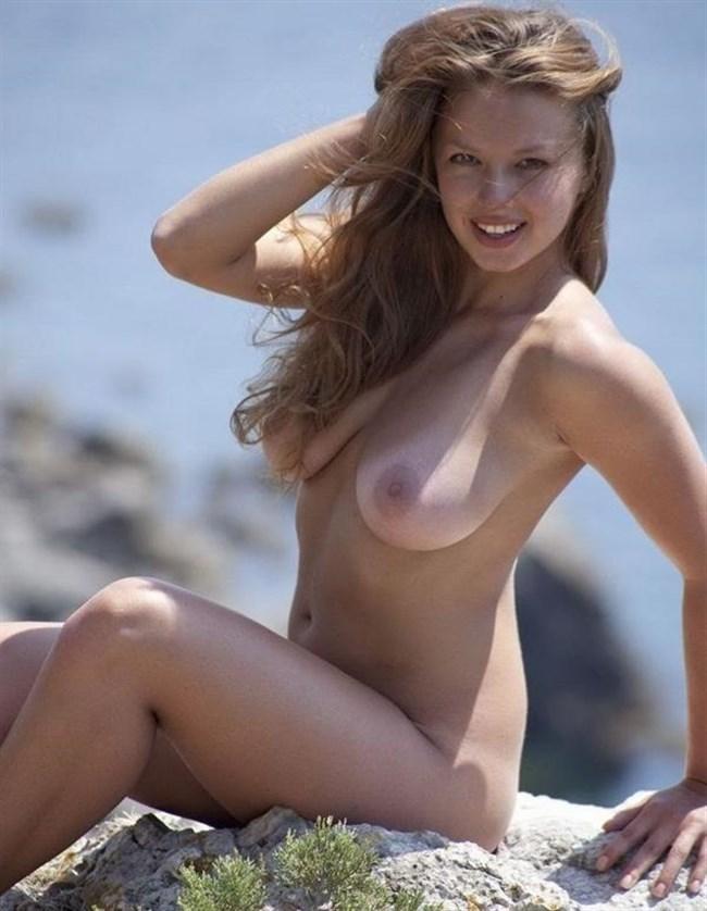 日焼け跡残る外国人美女ヌードが日本人よりえちえちwwww0027shikogin
