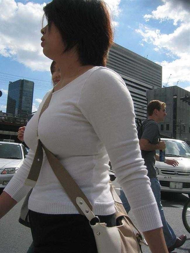着衣おっぱいでも強烈な部類に該当!思わず目を奪われる瞬間www0010shikogin