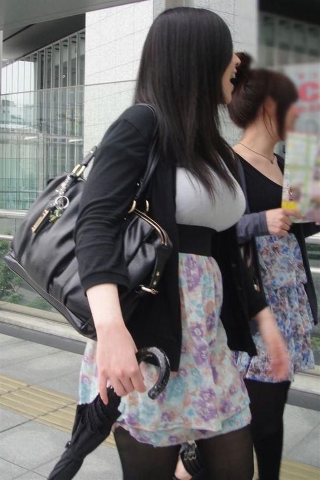 着衣おっぱいでも強烈な部類に該当!思わず目を奪われる瞬間www0012shikogin
