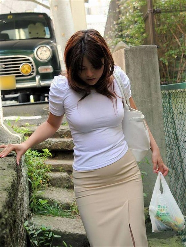 着衣おっぱいでも強烈な部類に該当!思わず目を奪われる瞬間www0038shikogin