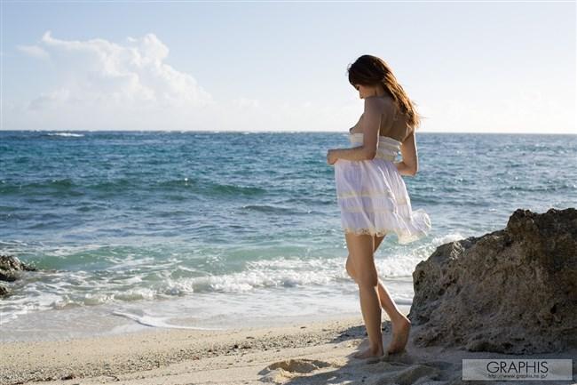 ビーチの解放感から全裸になってしまう露出狂女が出現wwwww0012shikogin