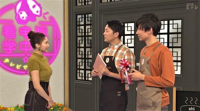 佐野ひなこ~NHKテレビで中国語の新MC!いきなりニット服で巨乳ぶりをアピール!0004shikogin