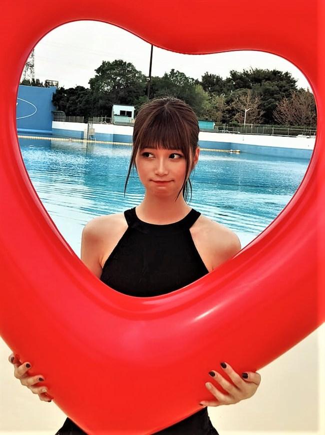 生見愛瑠~プールでの貴重な水着姿とウェディングドレス姿がエロ可愛い!0006shikogin