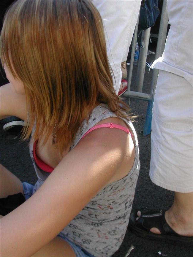 貧乳女子でも視線がいってしまう!胸チラの瞬間を激写www0011shikogin