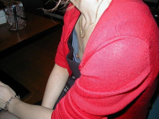 貧乳女子でも視線がいってしまう!胸チラの瞬間を激写www0024shikogin