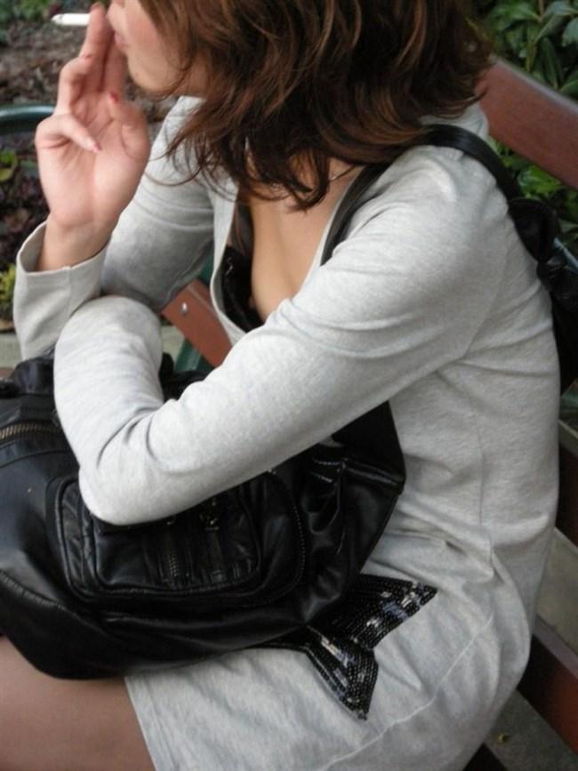 貧乳女子でも視線がいってしまう!胸チラの瞬間を激写www0038shikogin