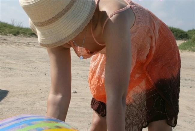 貧乳女子でも視線がいってしまう!胸チラの瞬間を激写www0039shikogin