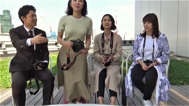 矢島悠子~ニット服姿で巨乳をブルンブルンさせて趣味のカメラを猛アピール!0006shikogin