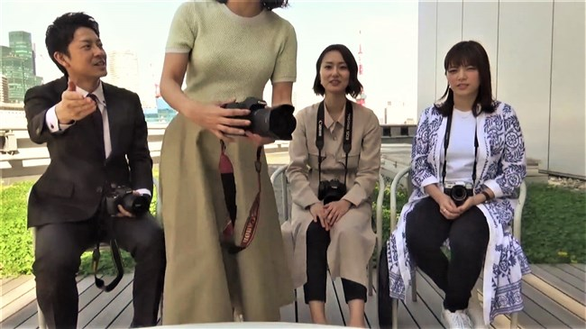 矢島悠子~ニット服姿で巨乳をブルンブルンさせて趣味のカメラを猛アピール!0007shikogin