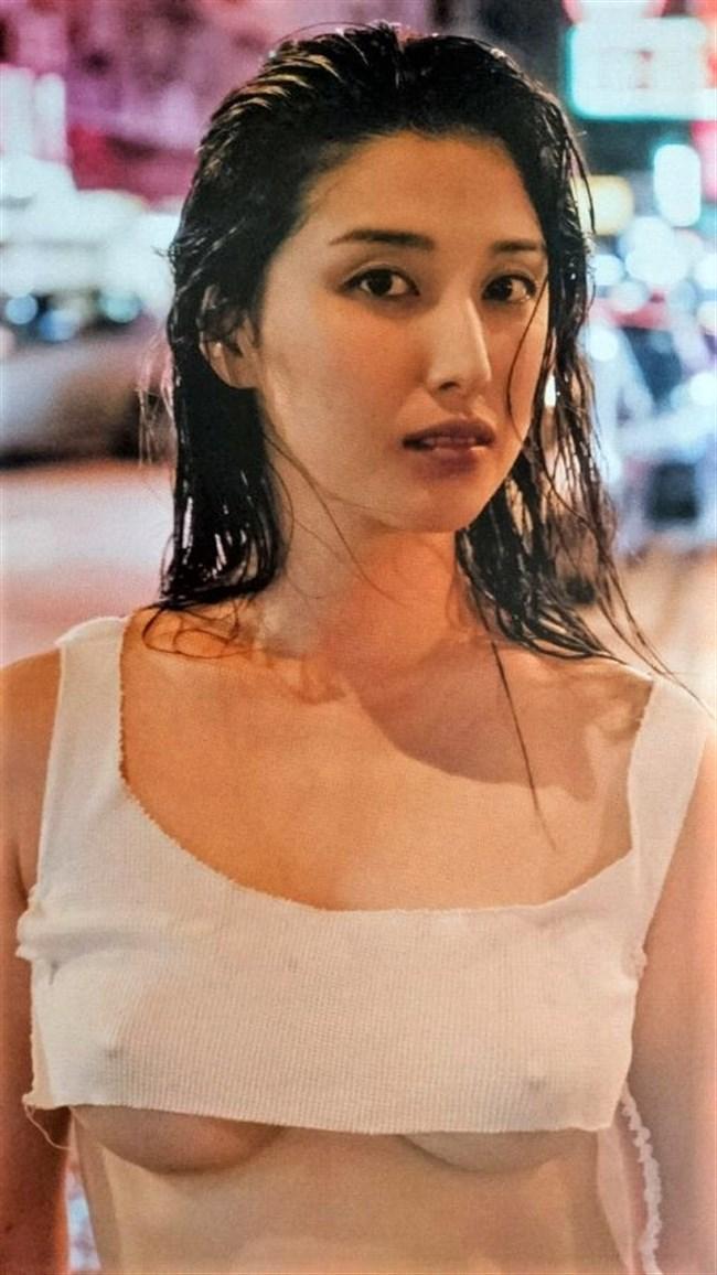 橋本マナミ~乳首ポチや乳輪や乳首が見えてしまっているグラビアフォトを一挙に!0009shikogin