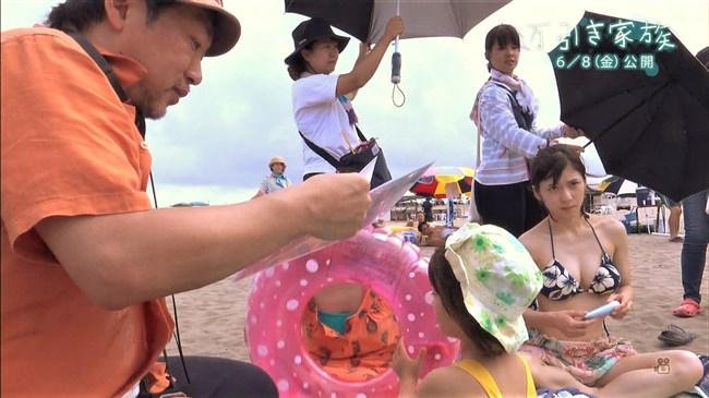 松岡茉優~万引き家族でのエロボディーな水着姿と下着姿をGif動画でどうぞ!0004shikogin