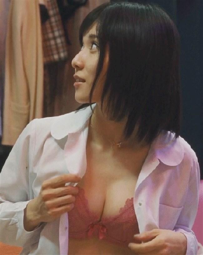 松岡茉優~万引き家族でのエロボディーな水着姿と下着姿をGif動画でどうぞ!0008shikogin