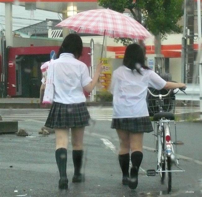 真夏、通り雨に打たれ透けブラを晒してるJKがえちえち過ぎwwww0007shikogin