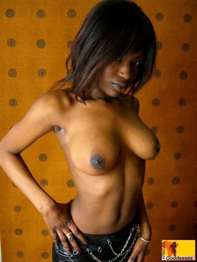 海外の黒人女性のマッチョでセクシーなヌードは必見wwwww0033shikogin