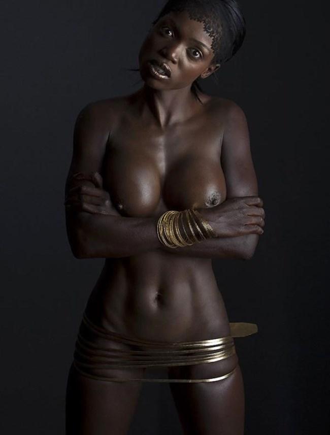 海外の黒人女性のマッチョでセクシーなヌードは必見wwwww0037shikogin