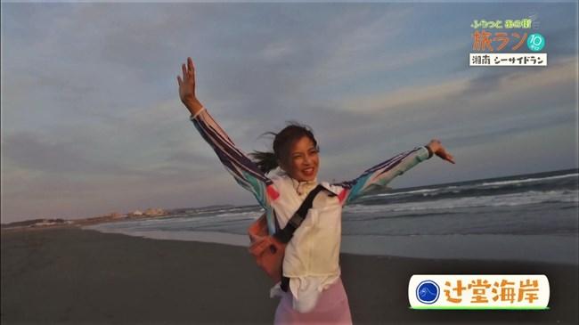 安田美沙子~NHKの薄いピタパン姿で透けたパンティー丸見えで走る番組に出演!0011shikogin