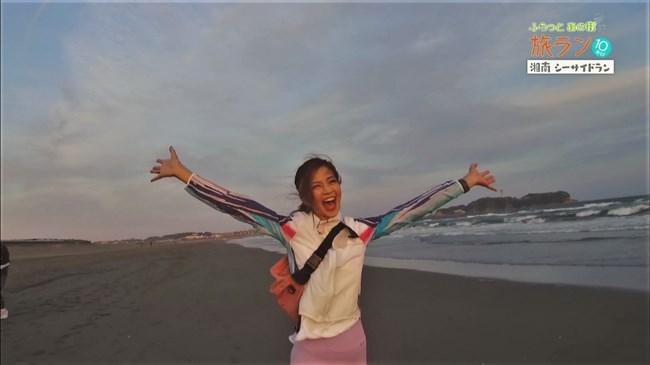 安田美沙子~NHKの薄いピタパン姿で透けたパンティー丸見えで走る番組に出演!0003shikogin