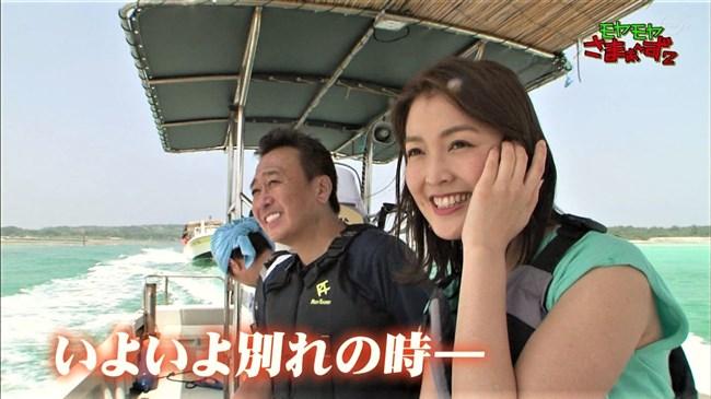 福田典子~モヤモヤさまぁ~ず2卒業ロケの久米島でスカートの中を見せてくれました!0004shikogin