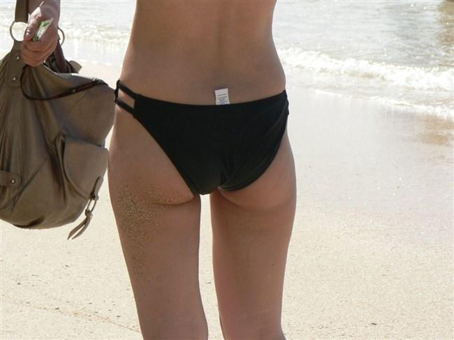 季節外れだから逆に価値がある!ビーチで見られる素人女性の水着姿wwww0015shikogin