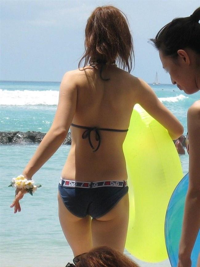 季節外れだから逆に価値がある!ビーチで見られる素人女性の水着姿wwww0004shikogin