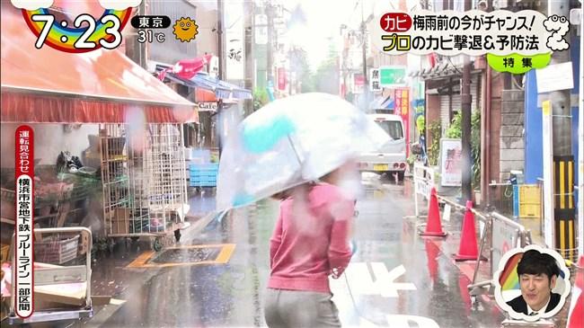 森遥香~雨のレポートでピタパンが濡れてパン線クッキリのデカヒップ強調!0005shikogin