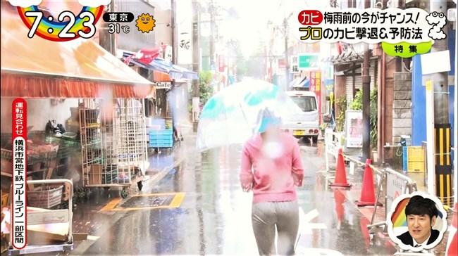 森遥香~雨のレポートでピタパンが濡れてパン線クッキリのデカヒップ強調!0007shikogin