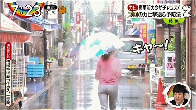 森遥香~雨のレポートでピタパンが濡れてパン線クッキリのデカヒップ強調!0010shikogin