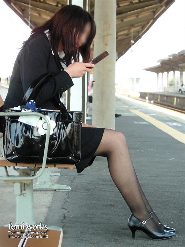 極寒な真冬だから…黒ストッキング盗撮画像の美脚でほっこりwwww0018shikogin