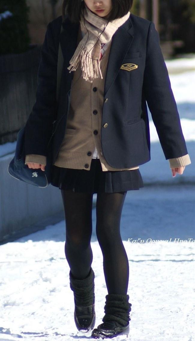 極寒な真冬だから…黒ストッキング盗撮画像の美脚でほっこりwwww0013shikogin