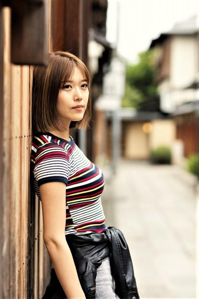 原田まりる~美人小説家がNHKで胸チラしまくりの大胆ストレッチを見せた!0010shikogin