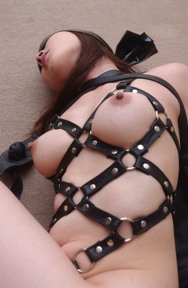 縛られて自由を奪われるだけで股間をぐしゅぐしゅに濡らしてしまう変態緊縛美女www0009shikogin